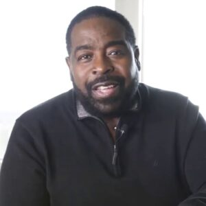 MOVE WITH URGENCY - Les Brown
